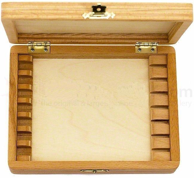 wooden-box-on-a-razor-843-000